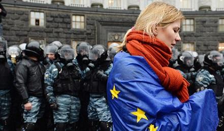 Proteste in Ucraina contro il governo, Kiev, 25 novembre 2013 (SERGEI SUPINSKY/AFP/Getty Images)