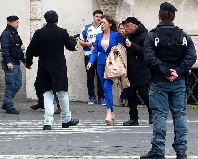 la ministra Maria Elena Boschi, molestata sessualmente dalla troupe delle Iene