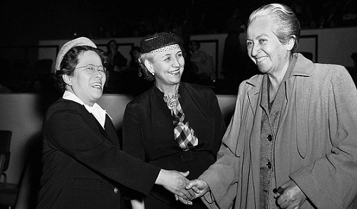 Gabriela Mistrale all'ONU a New York nel 1953 (AP Photo/John Rooney)
