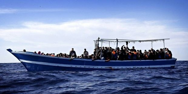 Boat-carrying-migrants-of-010