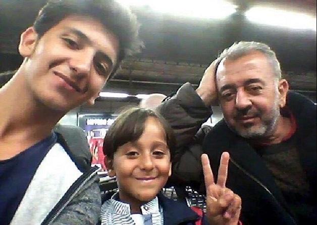 Al Ghadab assieme ai suoi figli Zaid e Mohannad – secondo il Daily Mail – fotografato in Germania
