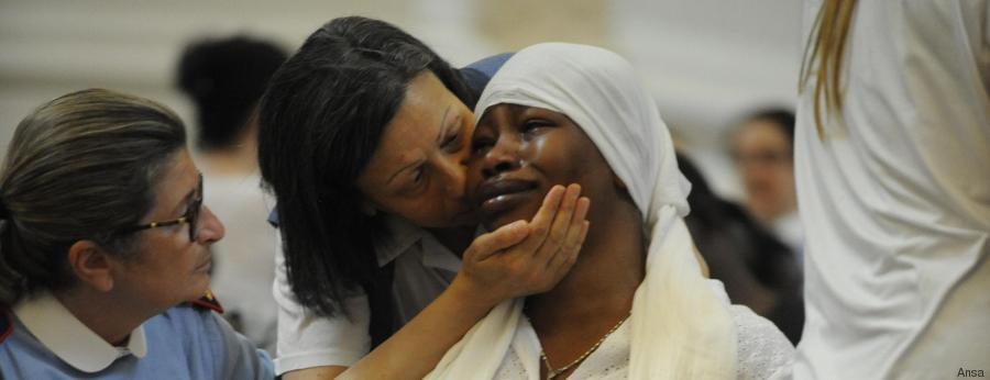 Chinyery la compagna del nigeriano Emmanuel Chidi Namdi durante i funerali nella Cattedrale di Santa Maria Assunta in Cielo a Fermo, Italia, 10 Luglio 2016. ANSA/ CHIODI-PEROZZI